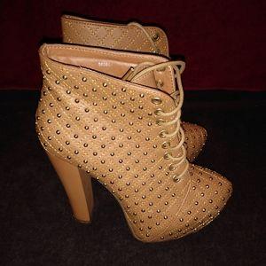 Charlotte Russe Platform Boots sz 6 Tan & Gold